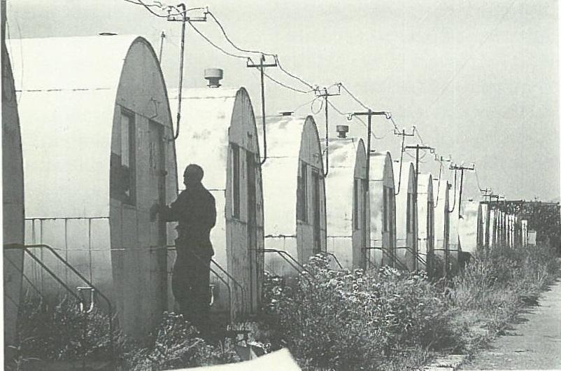 Երկրաշարժից հետո Գյումրիում շատերն ապրում էին այսիպիսի «դոմիկներում»:   Նկարը՝ Ջերրի Բրեդթ: