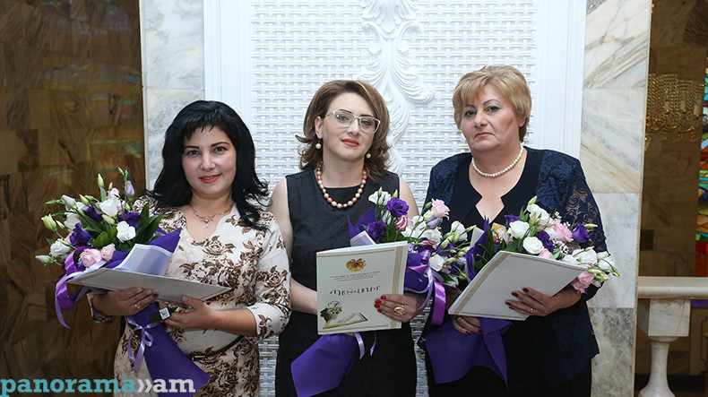 """Ohanna Avetisyan (pictured left) winning """"Armenia's best teacher"""" prize in 2017. Photo credit: Panorama.am."""