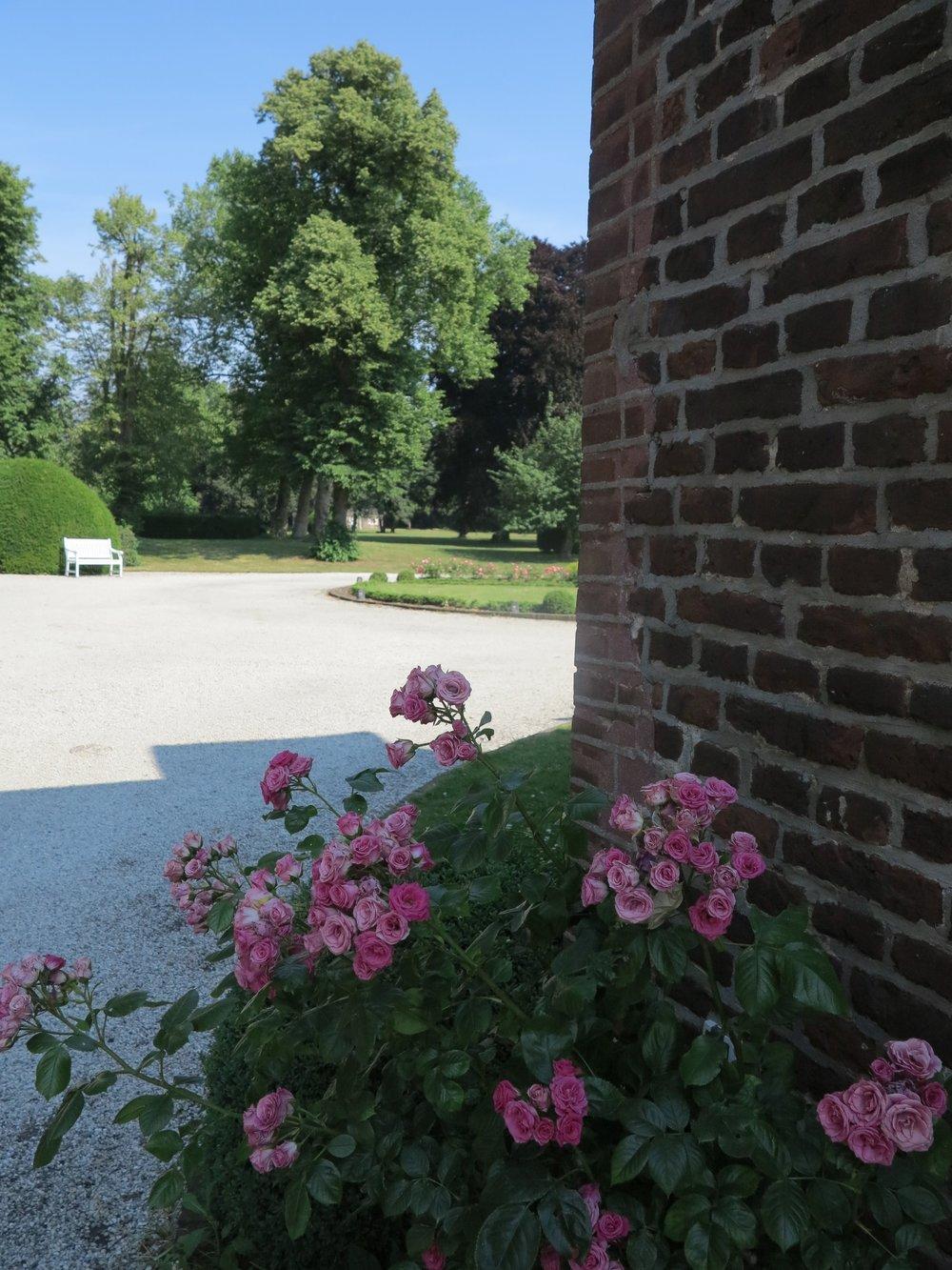 Liebevoll angelegt sind Schloss und Park