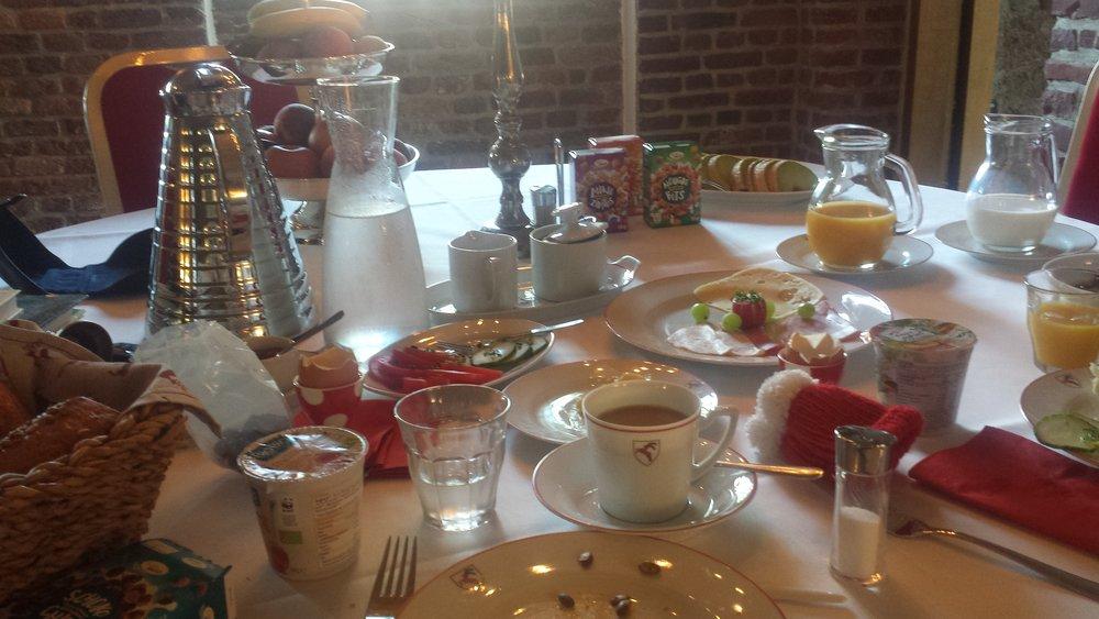 Frühstück in der Schlossruine