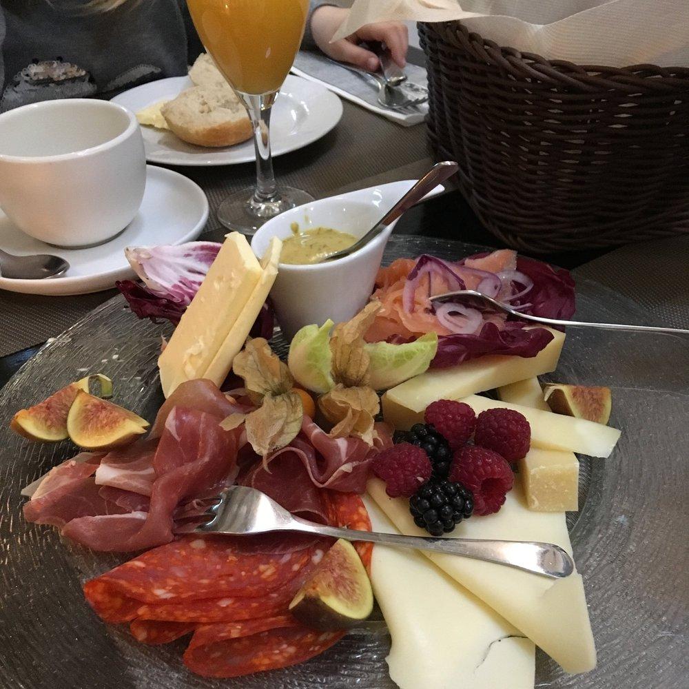 """Frühstück nach der """"Fassnacht"""""""