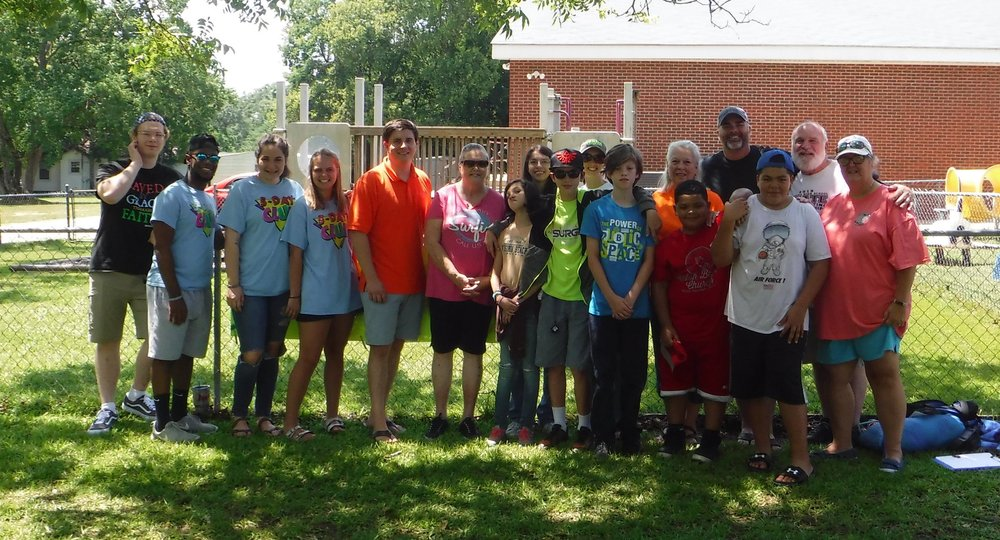 Brantley Martin, Isaac Ritchie, Abby Solomon, and Mary Phyfer (CYIATM Interns) join Jeremy Brown, student minister, Britt Green, pastor, and their team from First Baptist Church of Eclectic.
