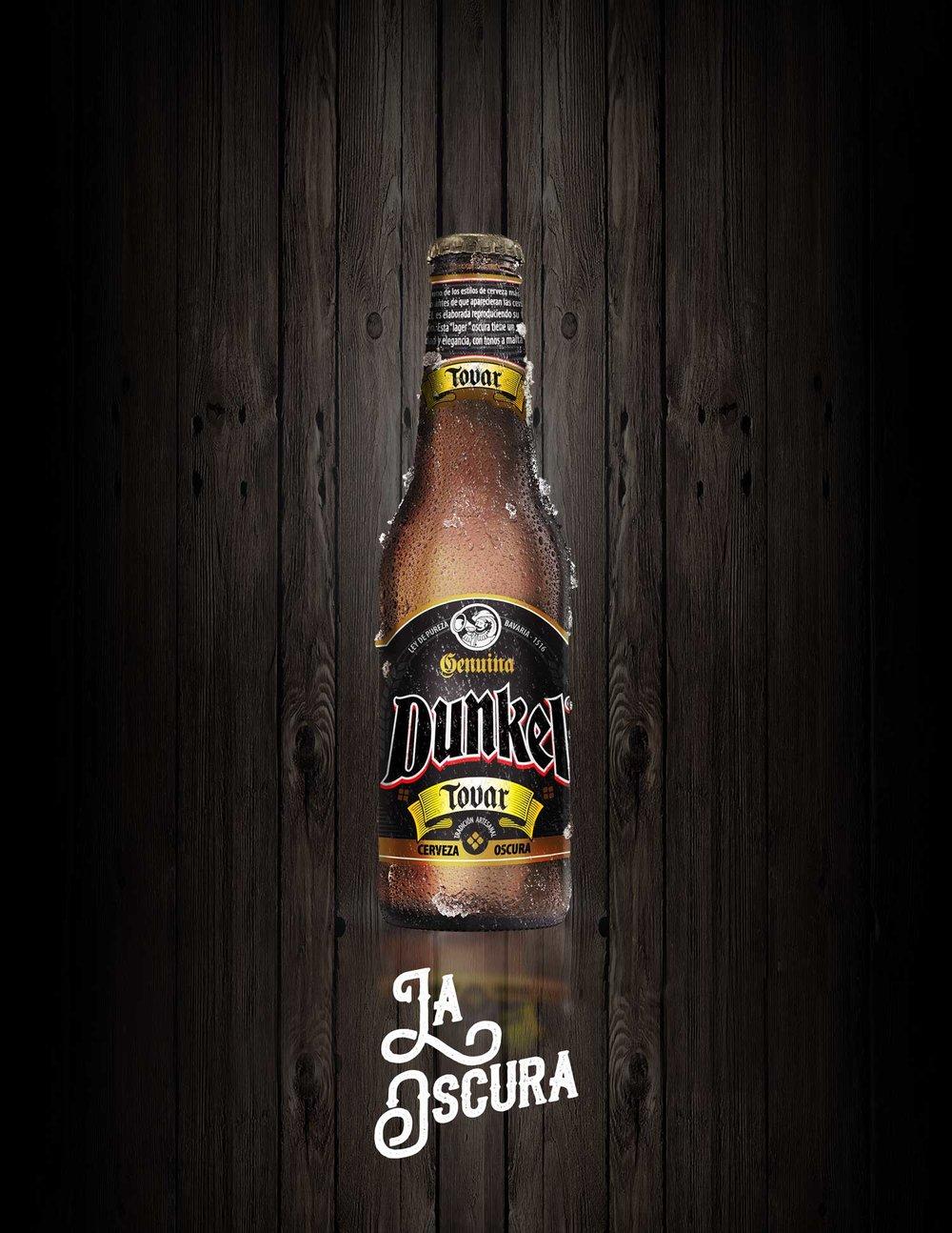 botellas-solas-fondo-madera-dunkel.jpg