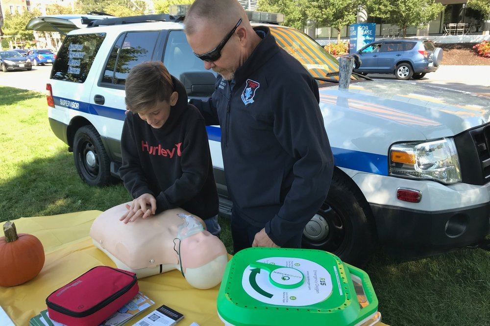 Allows Rescuer to Focus On Chest Compressions -