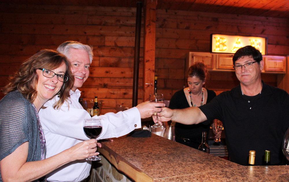 Jim and Carolyn Mobius enjoy the complimentary bar.