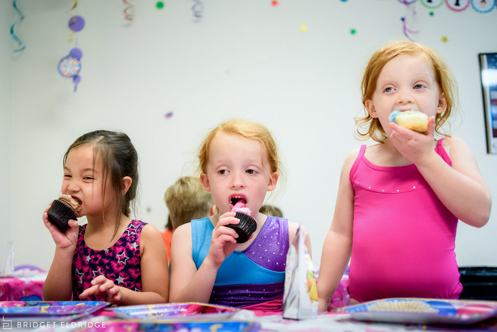 kids eat cupcakes at gymnastics birthday party