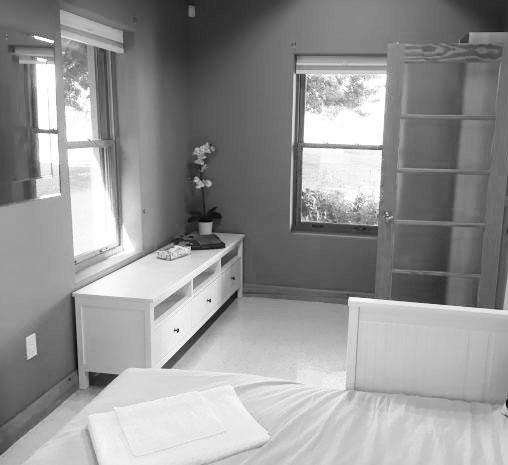 cottage-bedroom-2.jpg