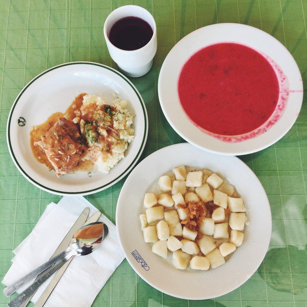 Kopytka, borscht, mashed potato with braised pork and the heavenly kompot drink