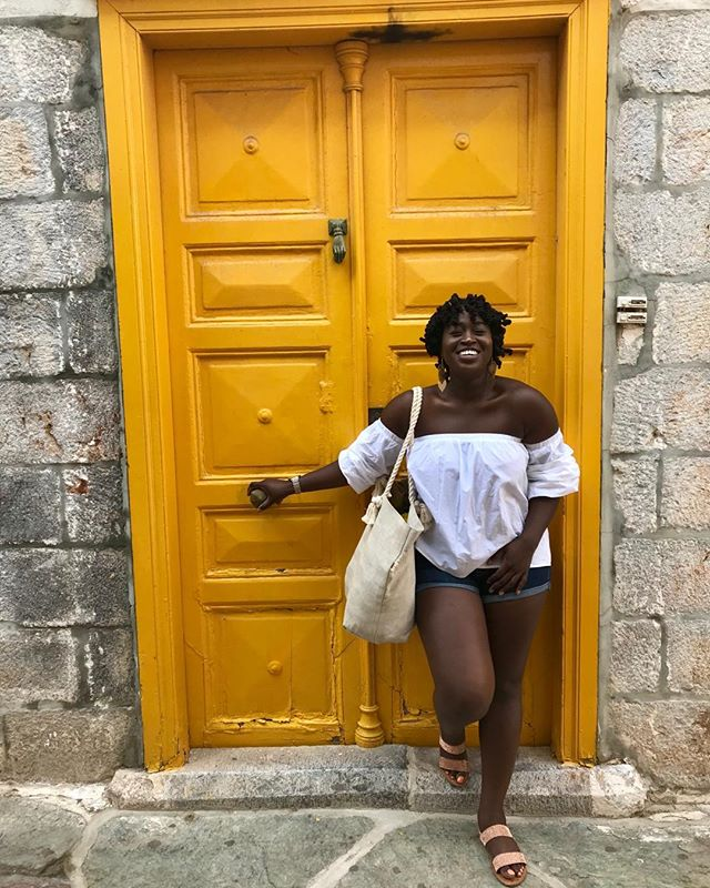 Obviously my favorite color is yellow 🌞 and I just loved how the sun kissed every crevice and corner of #HydraGreece. I particularly loved this beach bag which was handmade by women who transitioned out of sex trafficking. I fell in love with the social entrepreneurship model years ago and to see women owning their hustle is inspiring! #OwnYourHustle #WomenEmpowerment