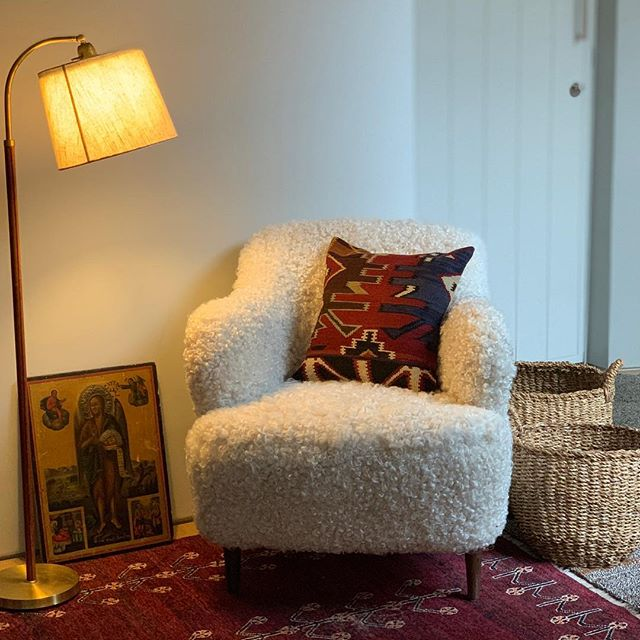 The Marlo Teddy Chair in a new home. A cosy corner on a winter's day. #interiordesign #homedecor #interiors #interiorstyling #chair #vintagelighting #vintagerugs