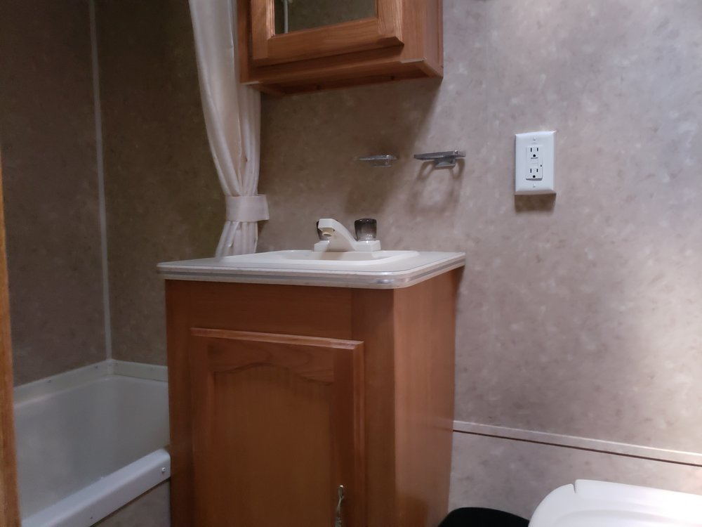 2008 Puma Palomino - Bathroom.jpg