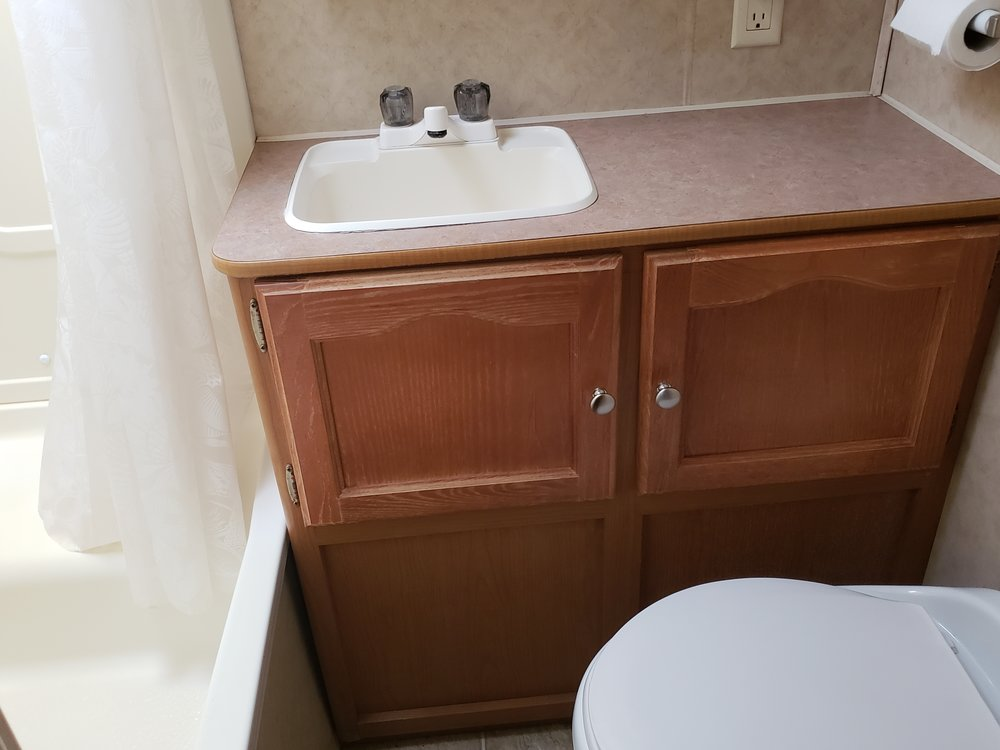 2006 Four Winds - Bathroom.jpg