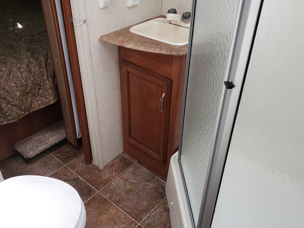 2013 Coachmen Freedom - Bathroom.jpg