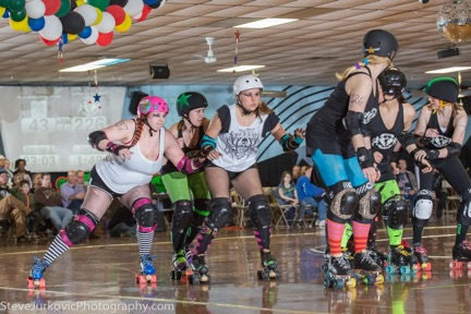 A rookie Squid with her previous league playing against the Dames Photo by Steve Jurkovic Roller Derby Photography