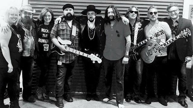 Killer night in Roanoke,VA!! ZZ Top Tonnage tour continues tonight in Glen Allen, VA @innsbrookah  #thesummittour2018 #zztop #tonnagetour #vintagerocknoll #rocknroll #bluesrock