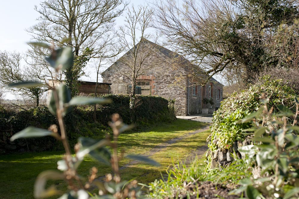MYNFORD - Spacious boutique converted stable with private secure garden- Sleeps 2/4