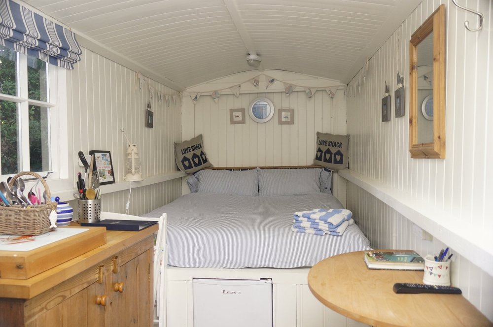 'DORSET' SHEPHERD'S HUT - Originally used as a refuge and shelter for the