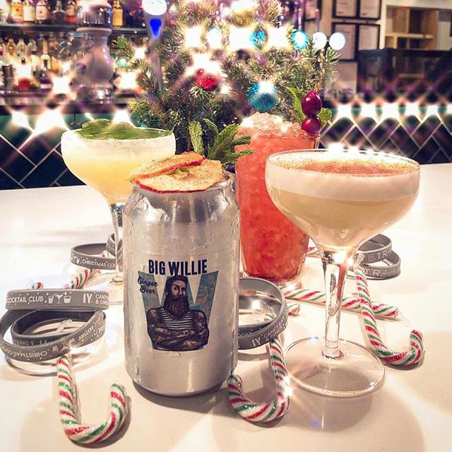 Woop woop! The sun is well and truly past the yardarm and it's cocktail time! And not just any cocktail... feast your eyes on @candybaredinburgh's *Festive Juice*. . Ingredients: Bacardi Carta Blanca rum Apple juice Cinnamon syrup Cloves Big Willie ginger beer. . #bigwillie #bigwilliedrinks #cocktails #friday