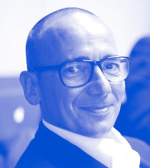 Marcus Izmir   Marcus Izmir ist visionärer Impulsgeber und lebt und werkt im Spannungsfeld zwischen Technologie und Mensch. Bereits in den 80er Jahren entwickelte er als Schüler eine Leidenschaft fürs Programmieren – jedoch immer unter der Prämisse, Produkte und Leistungen zu schaffen, die das Leben lebenswerter machen. Er war lange Jahre Berater im 'Bill Gates' Partner Advisory Council in Redmond und hat 2011 - nach 25 Jahren - seine bis zu 100 Personen große IT Firma – mii GmbH – verkauft. Marcus ist Gründer der Initiative Das Neue Arbeiten DNA, Partner + Advisor bei  askYourBEN.com  und als Business Architect der process it GmbH Advisor und teilweise Investor unterschiedlicher Startups bzw. zB Mastermind von  puck.io . Als mit der Finanzkrise die Geldruckmaschinen letztlich aller Weltmächte in Betrieb gegangen sind, begann er sich für alternative Finanzsysteme zu interessieren. Mehr Informationen zu Marcus hier:  www.marcusizmir.com   Foto-Credits: Romy Sigl
