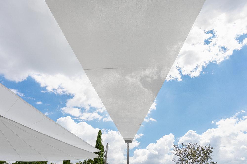 Halbautomatisches, Parallel Sonnensegel mit EdelstahlstützeF3