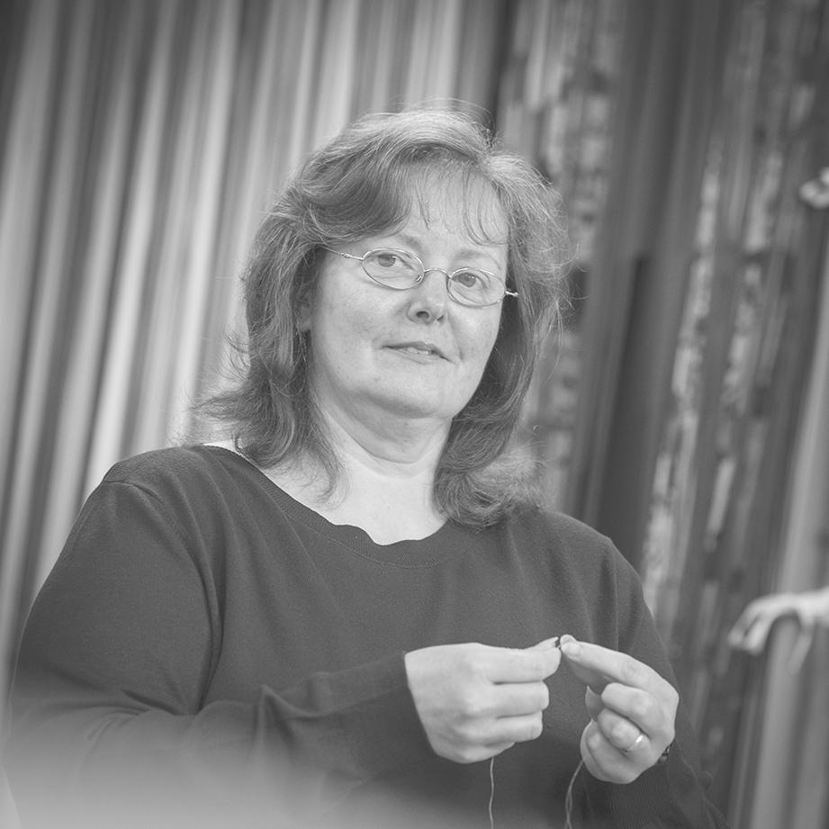Ann Vanpraet   Verantwoordelijke confectieatelier   ann@new-interieur.com