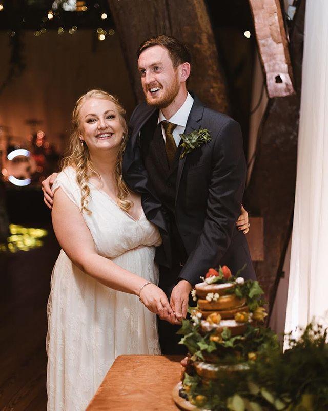Cut that cake! #realweddings #weddingphotography #rivingtonbarn
