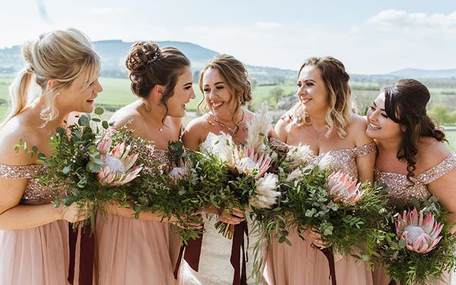 The best girls! Florals on Fleek!!! 🤯🤩 Dreamy bouquets by @samwilliamsflowers Can I have one please? 🌾🌸🌷 #weddinginspo #realwedding #bridesmaids #bridesquad #weddingphotography #countrywedding #clitheroeweddingphotographer #bashallbarn #alexandraholtphotography