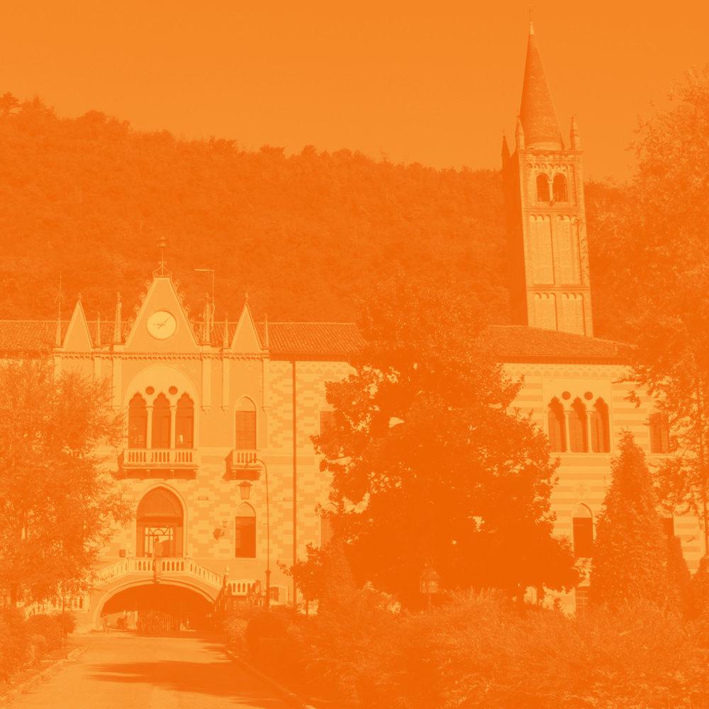 DER ORT - Wir befinden uns in einem ehemaligen Augustinerkloster aus dem Jahr 1443, das seit 1937 im Besitz der Ordensgemeinschaft der Salesianer ist. Der Ordensgründer, Don Bosco, gehört mit seinem Prä-ventivsystem zu den Pionieren der pädagogischen Jugendarbeit.mehr