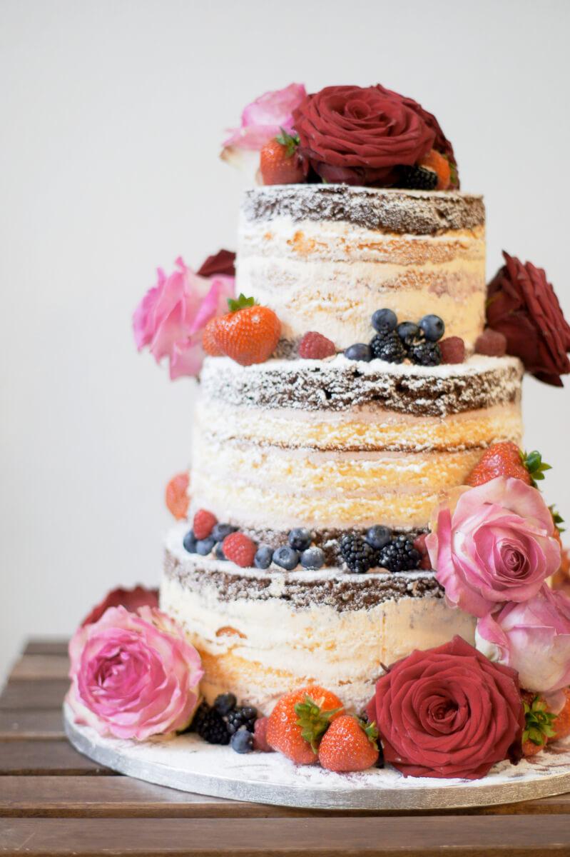Half Naked Cakes Fur Deine Hochzeit In Koln Dehly Desander Patisserie