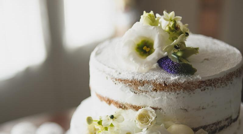 Half Naked Cakes für eure Hochzeit - Wir backen euch leckere HalfNaked Cakes für eure Traumhochzeit.