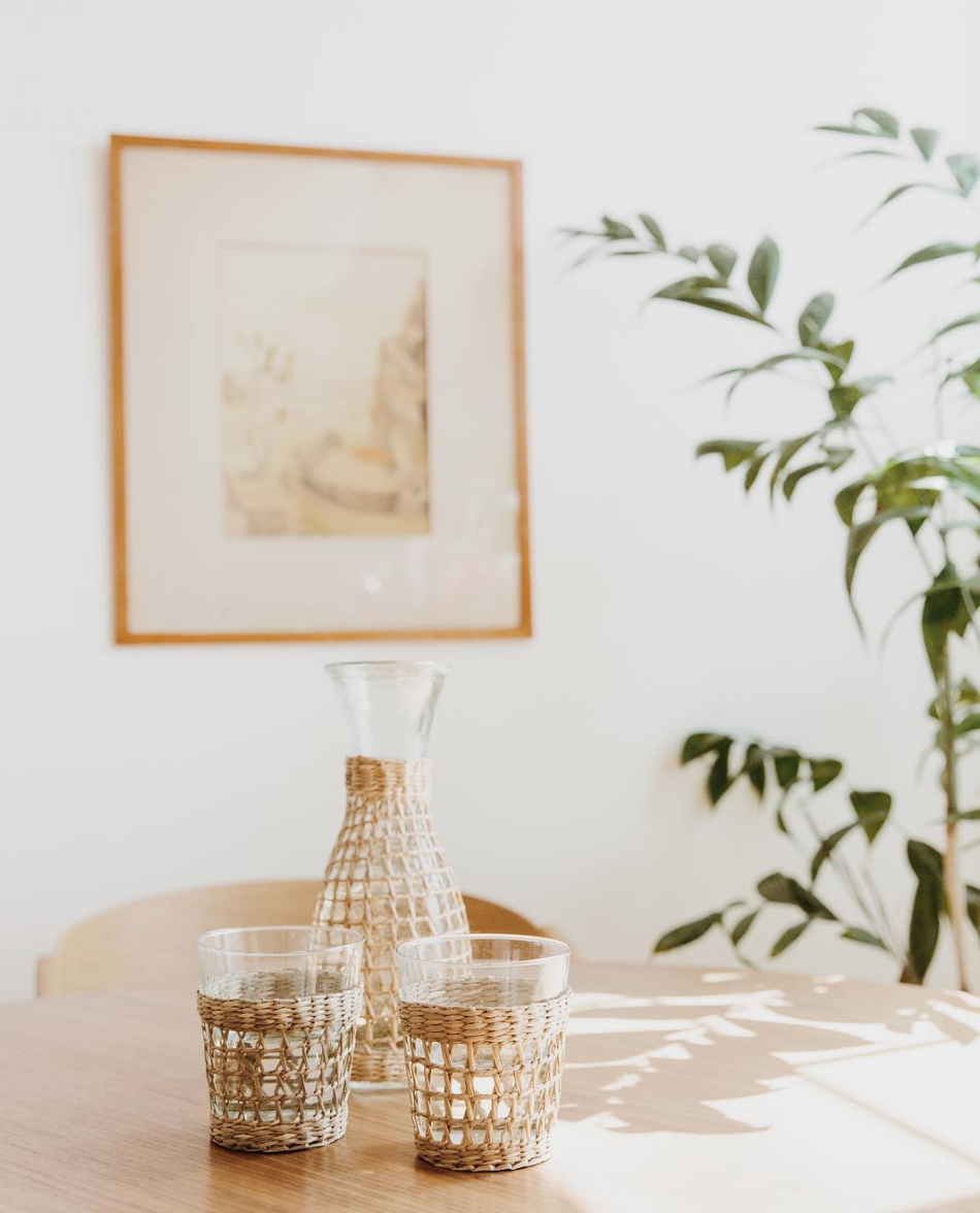 @melburstin styling @jennikayne's rattan picnic carafe and glasses. Such a great vintage inspired textural element to add to your dining situation.