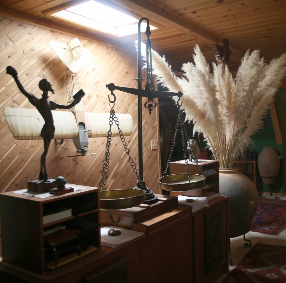 @themodhemian house tour, pampas grass, boho cabin decor