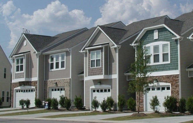 Keystone Crossing - Research Triangle Park, North CarolinaDeveloped next to Keystone's award-winning Keystone Park, Keystone Crossing is a mixed residential development that includes 192 single-family homes and 188 townhomes. The project sold out within months of completion.
