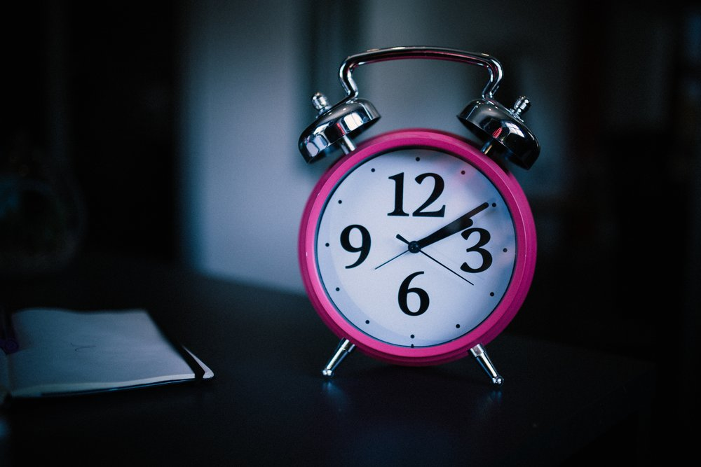Ladda bara dig själv i sovrummet - Ladda mobilen någonstans utanför sovrummet. Saknar du en väckarklocka, skaffa en. Se till att mobilen inte är det första och sista du tittar på under dygnet.