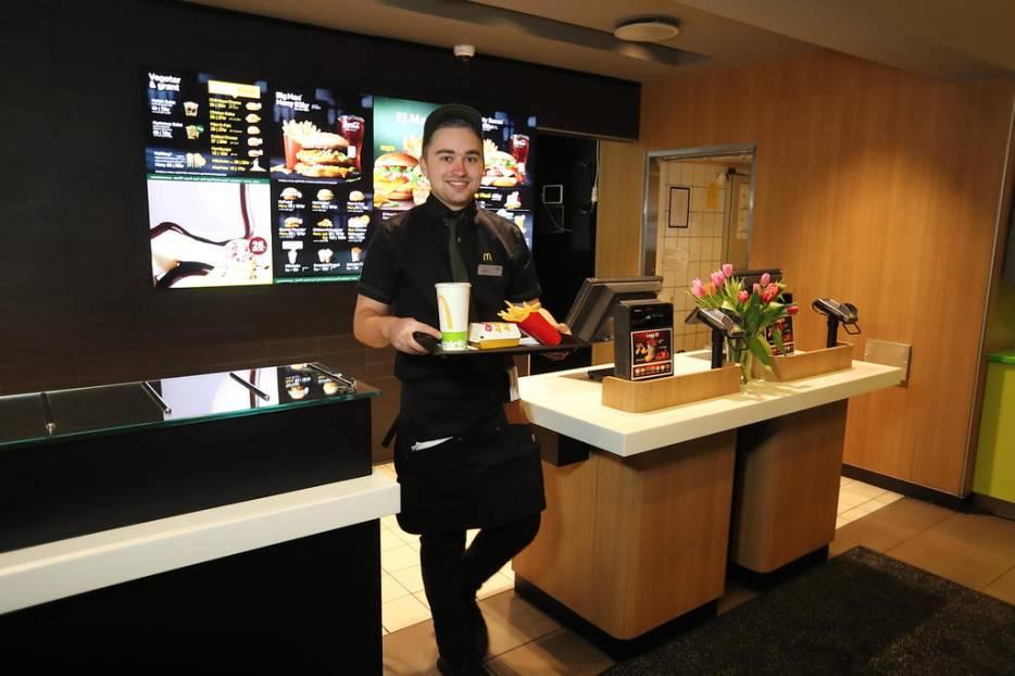 William i sving på McDonald's. Foto fra reportasjen i Fanaposten, ved journalist/fotograf Ståle Melhus