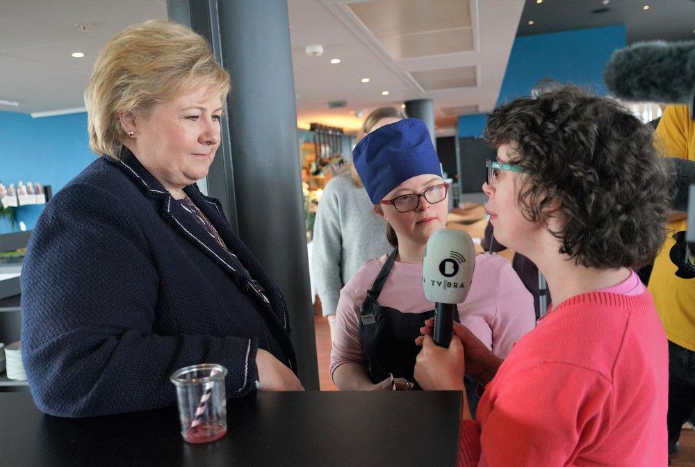 Emily har fått jobb på Scandic Forum, og får besøk av statsministeren og TV BRA. Foto: Jarle Eknes