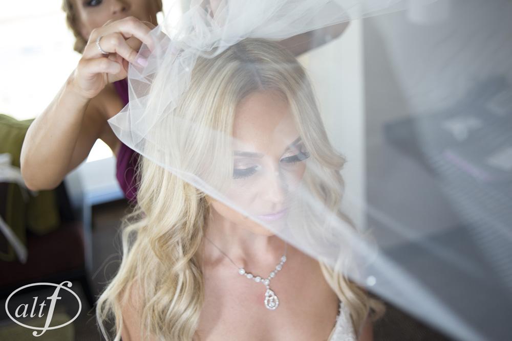 bride-wedding-day-veil