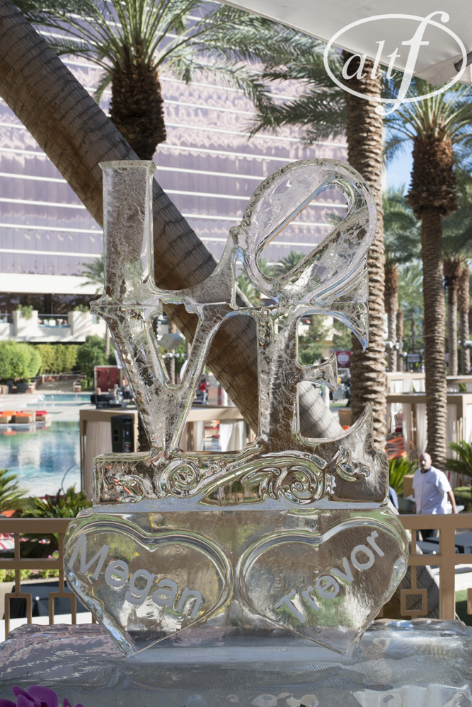love-ice-sculpture