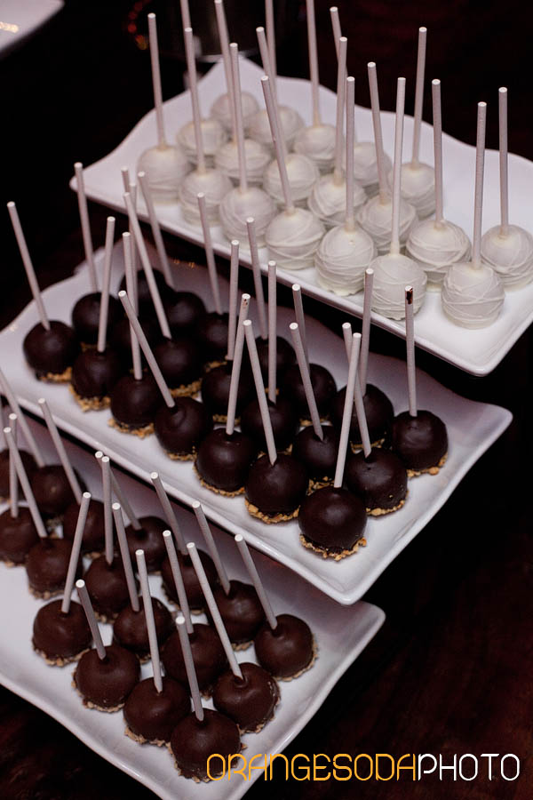 cake pops by gimme some sugar