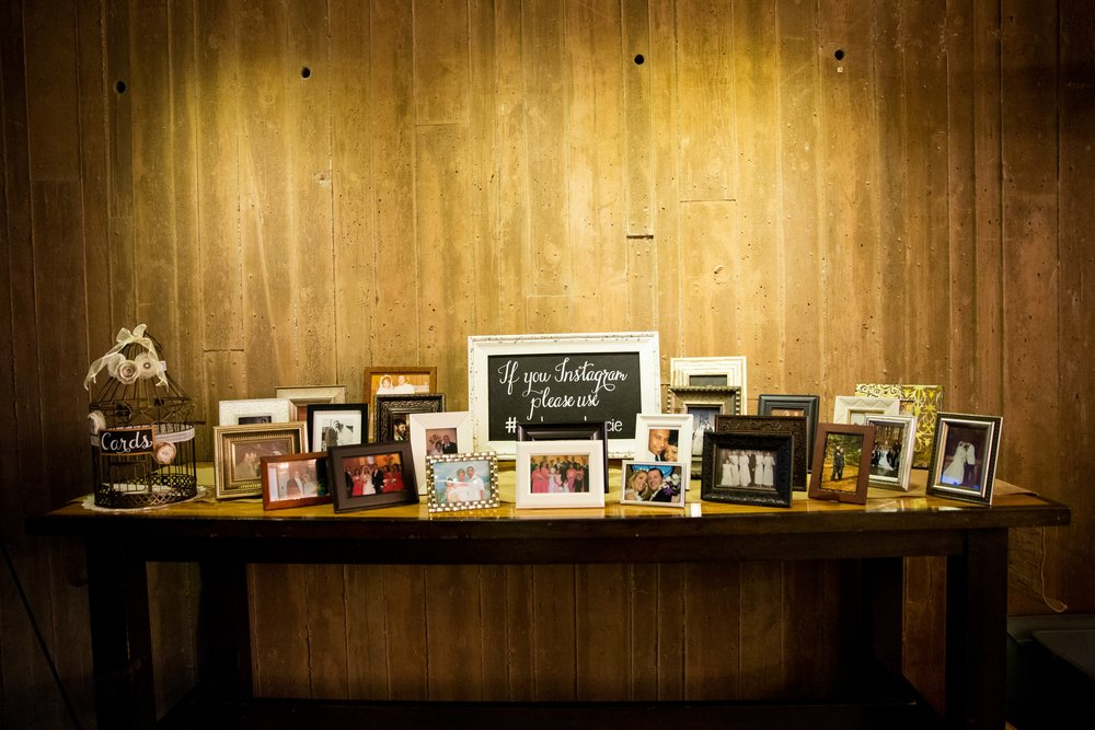 family-wedding-photo-table-instagram-sign