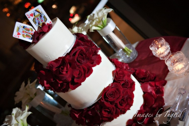 red-rose-wedding-cake
