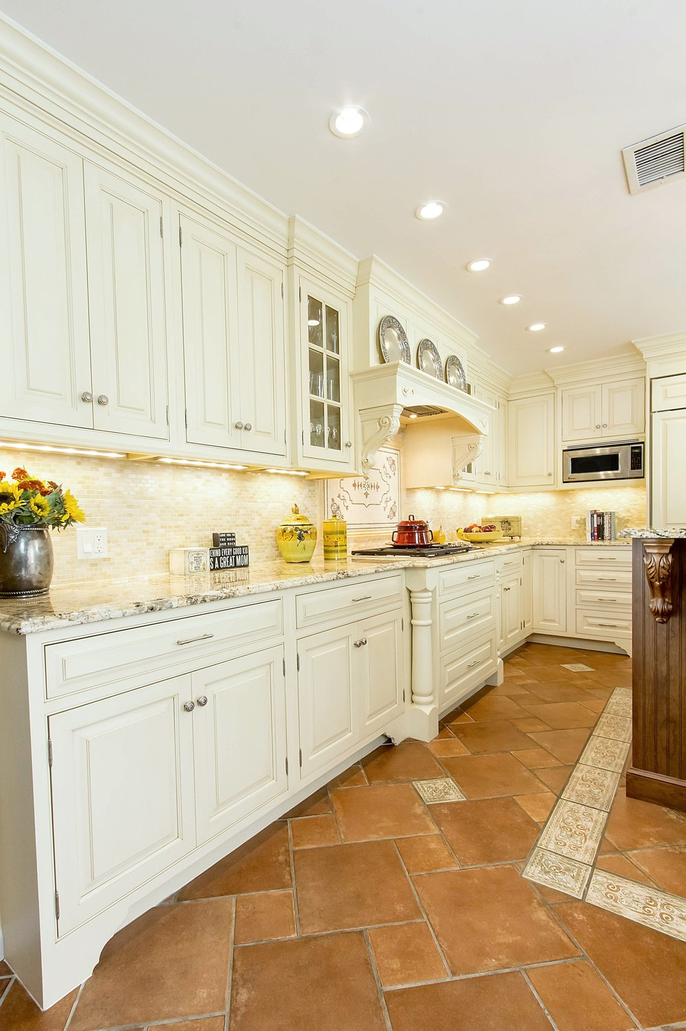 Traditional style kitchen with long counter top and recessed lights