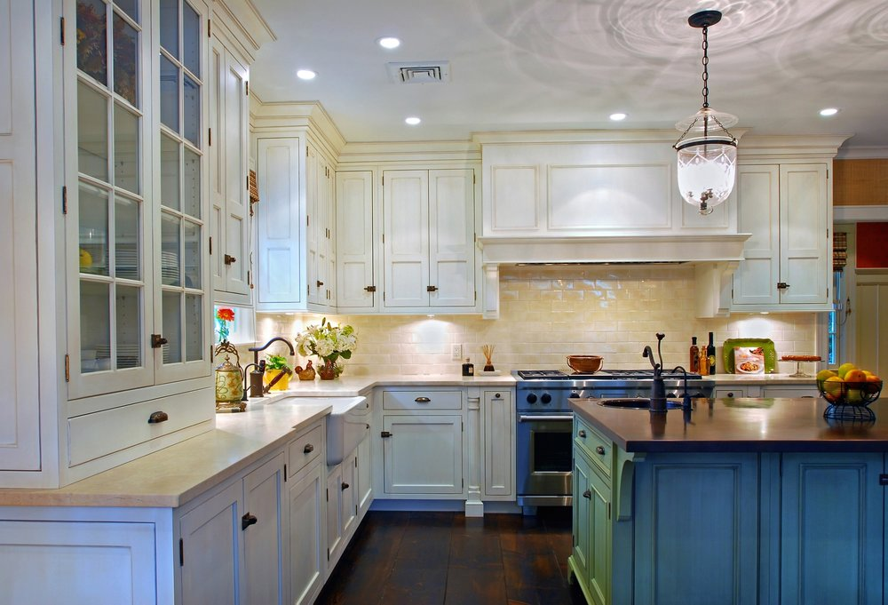 Traditional style kitchen with large and space efficient cabinets
