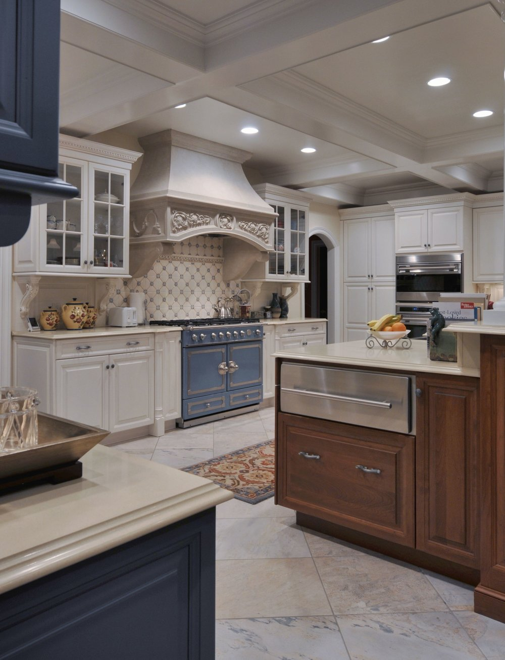 Traditional style kitchen with tiled floors