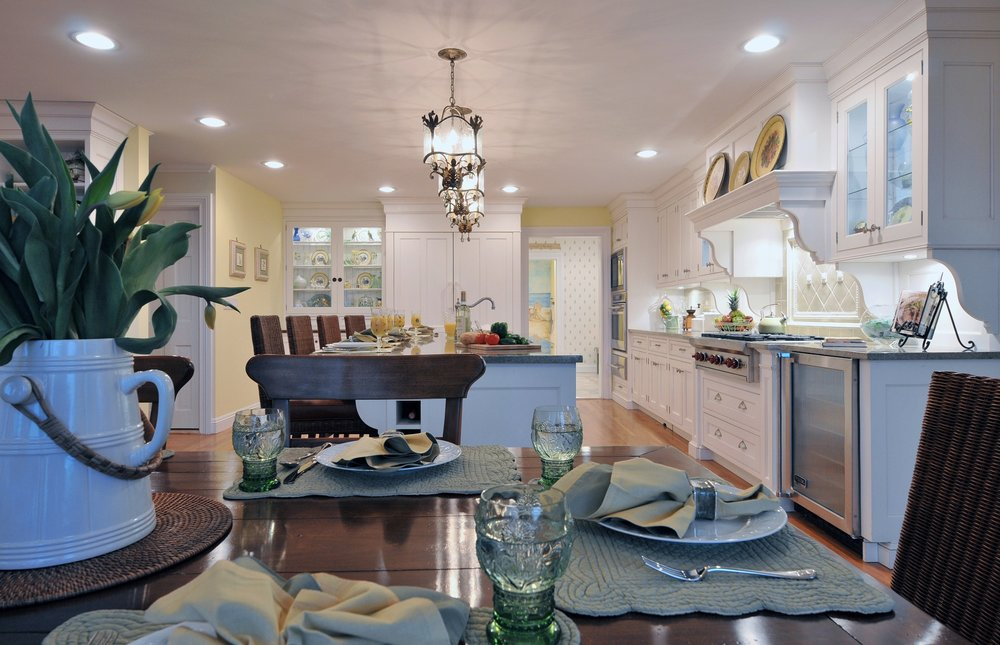 Traditional style kitchen with stylish and dramatic lighting