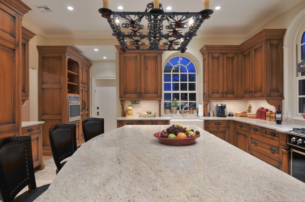 Traditional style kitchen with long kitchen island
