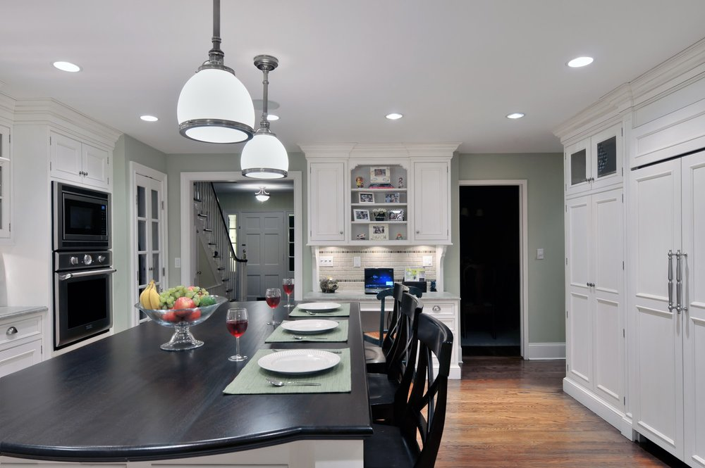 Traditional style kitchen with large closed cabinets