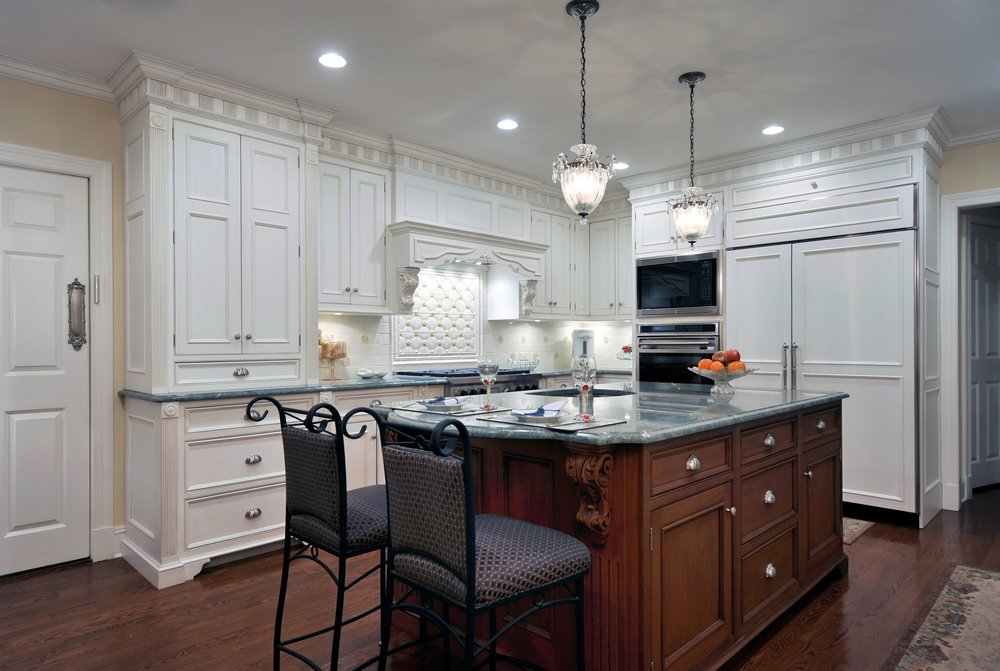 Traditional style kitchen with bright light fixtures