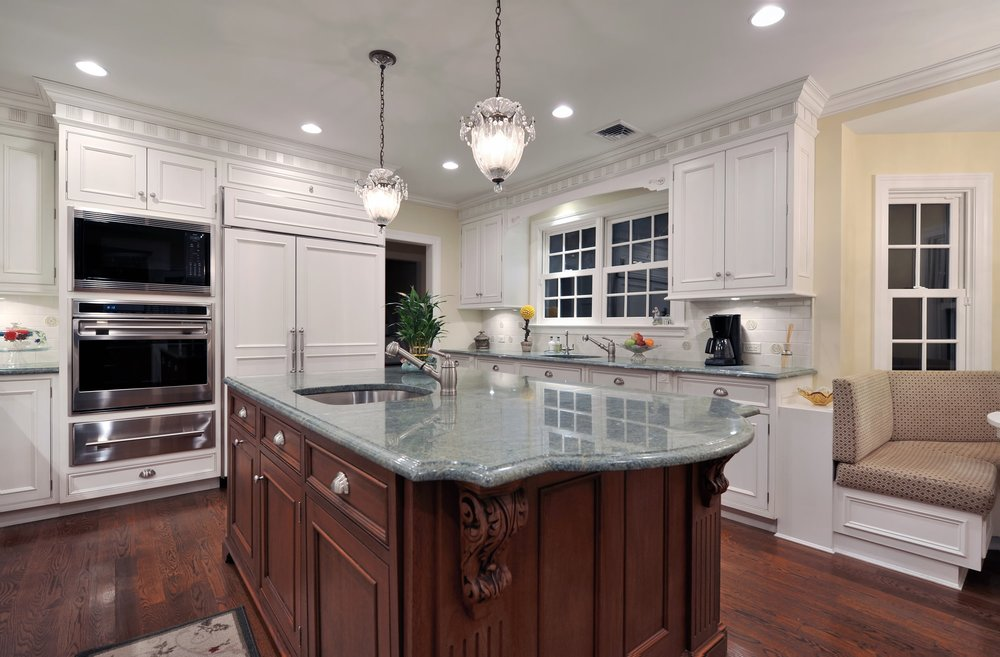Traditional style kitchen island with single hand faucet