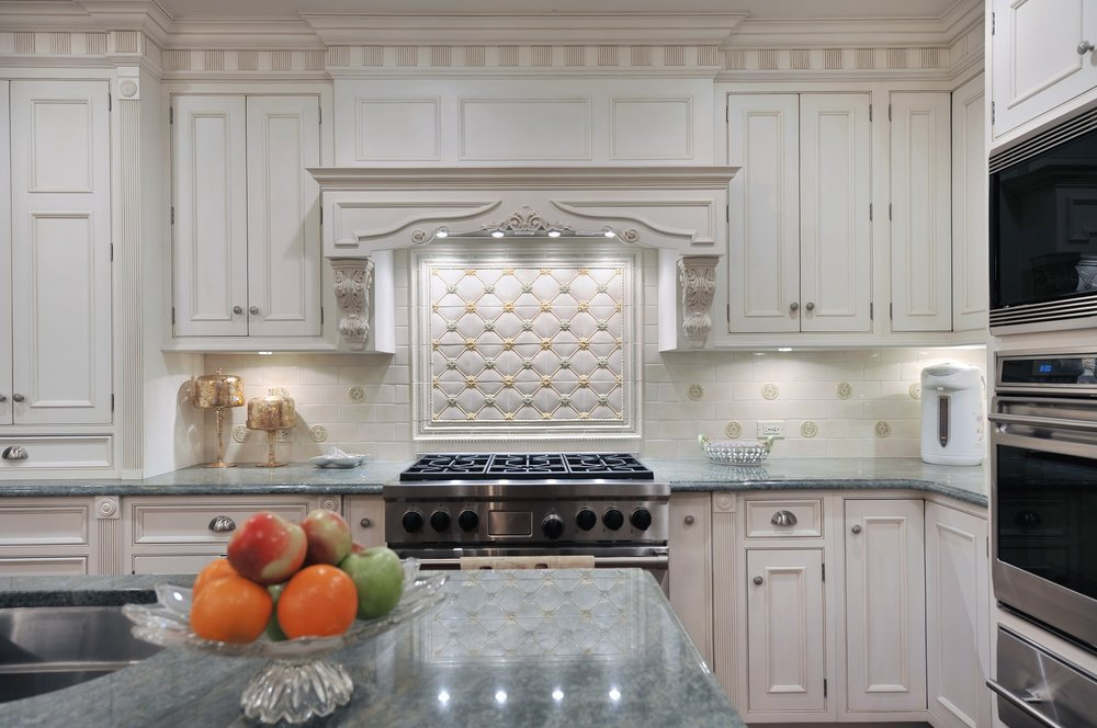 Traditional style kitchen with lots of kitchen drawers